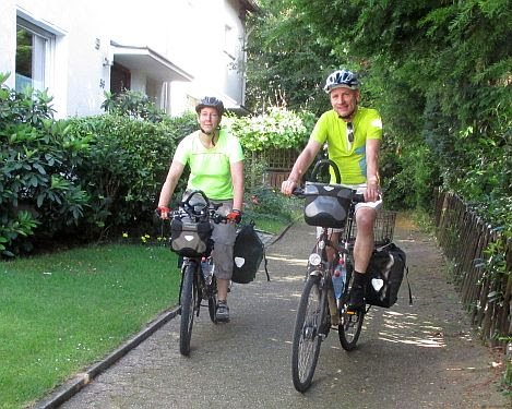 Miri & Chris on the Bike: Am Sonnenhang 56 in Essen-Burgaltendorf (Foto: Gertrude Gocke)