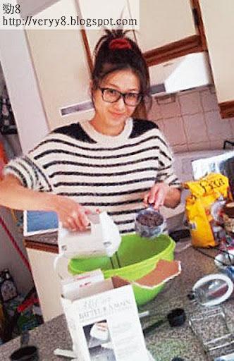鍾嘉欣在微博曬廚藝整曲奇,有個煮得又睇得嘅女友,伍允龍真系幸福。