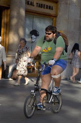 Barcelona prohibirá a las bicicletas circular por las aceras no señalizadas en 2013