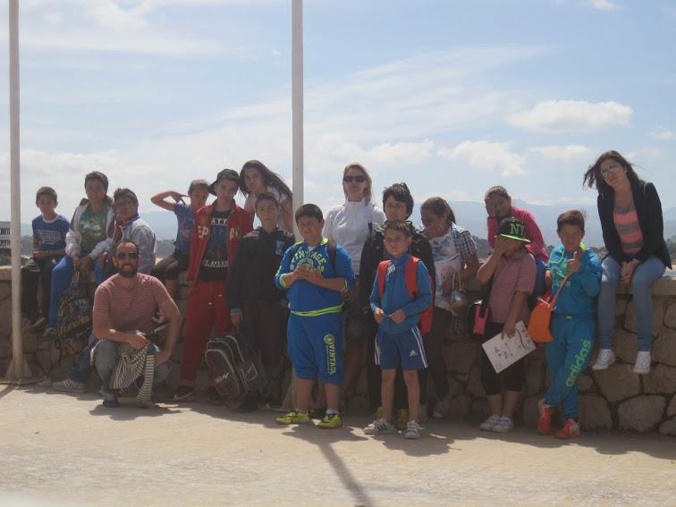 http://www.eldiariomontanes.es/cantabria/201408/05/profesores-interinos-cantabria-seguiran-20140805142556.html