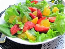 Салат из клубники и грейпфрута