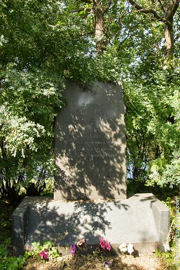 Стела, установленная в честь Невской битвы