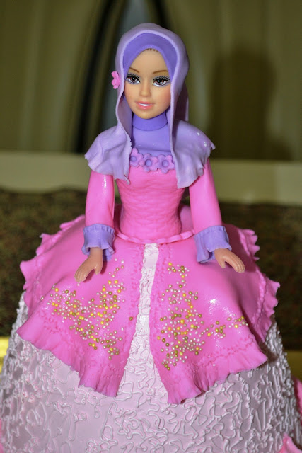 Muslimah Doll Cake Cake Ideas and Designs