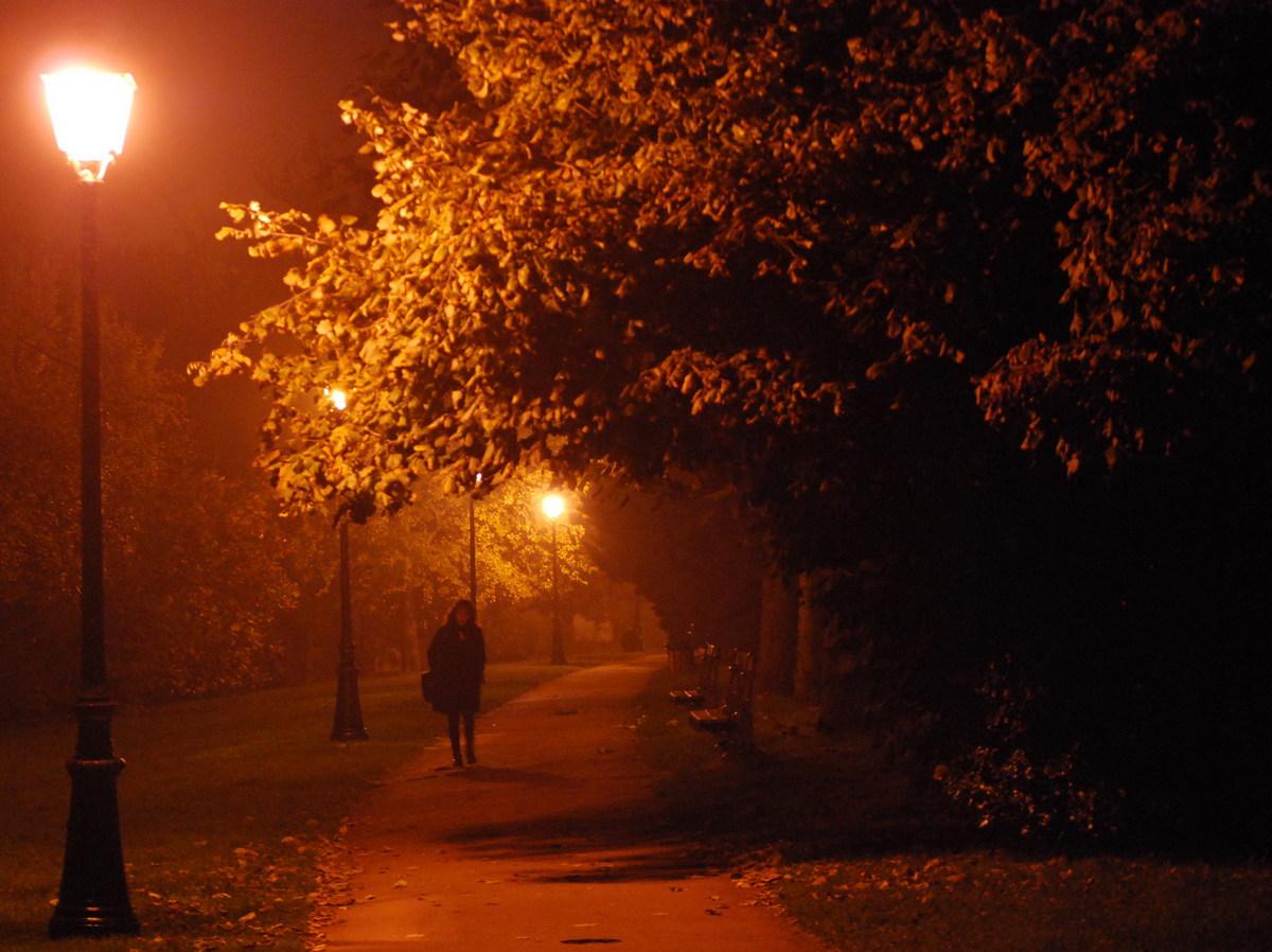 lang thang bước trong đêm