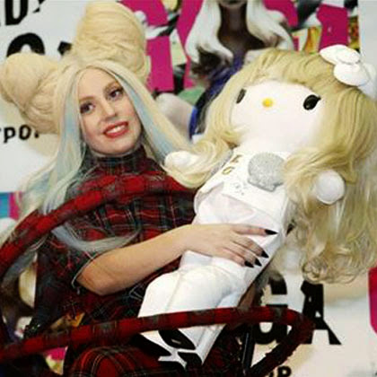 GAMBAR HELLO KITTY Boneka Mirip Lady Gaga Mother Monster