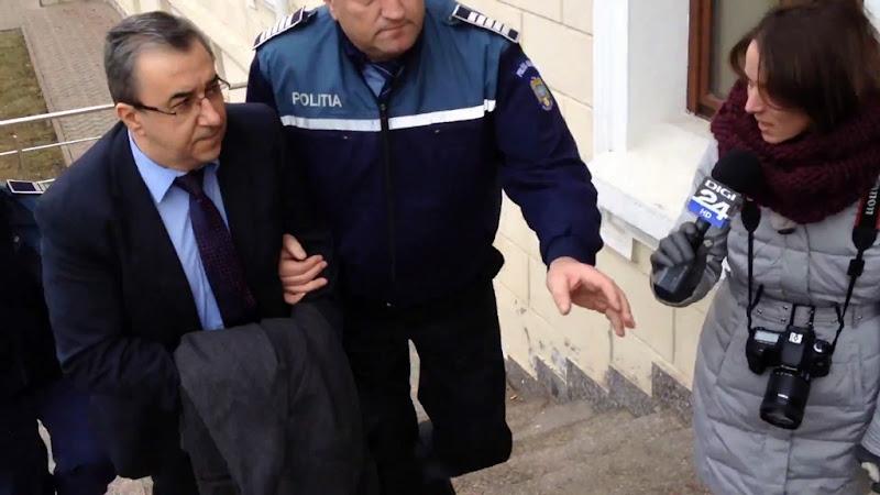 Prefectul Florin Sinescu încătușat