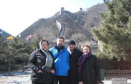 Ирина Удилова в Китае семьей у великой китайской стены