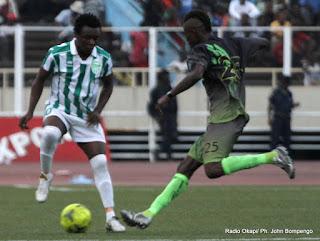 L'AS-V Club (vert noire) contre DCMP (vert blanc) le 27/10/2012 au stade des martyrs à Kinshasa, score: 1-0. Radio Okapi/ Ph. John Bompengo