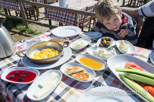Yoros Cafe'de serpme kahvaltı, Anadolu Kavağı