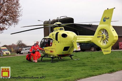 traumahelikopter landt in overloon 21-11-2012 (16).JPG