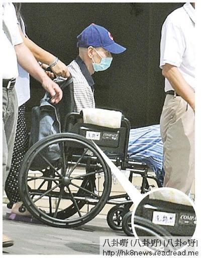 劉家輝的輪椅上貼著他的名字冼錦熙。