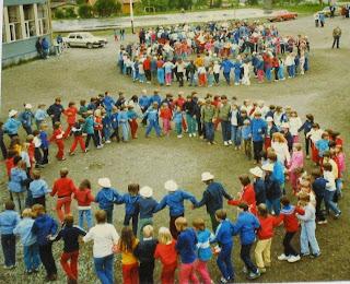 Fra danseoppvisning på fylkes-stevnet for barn på Hansnes, 1981