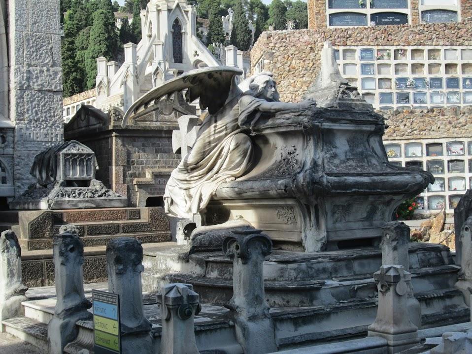 Рaseos en los cementerios. Маленькая серенада в миноре.