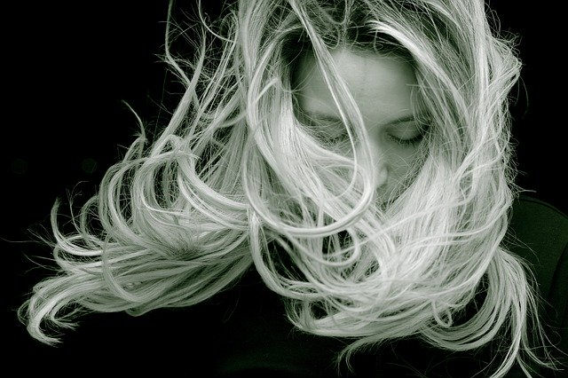 husté vlasy