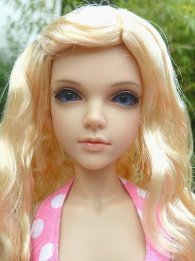 Alice (Leona JID Iplehouse) en cure de remise en forme (p 2) Essai%2520perruques09