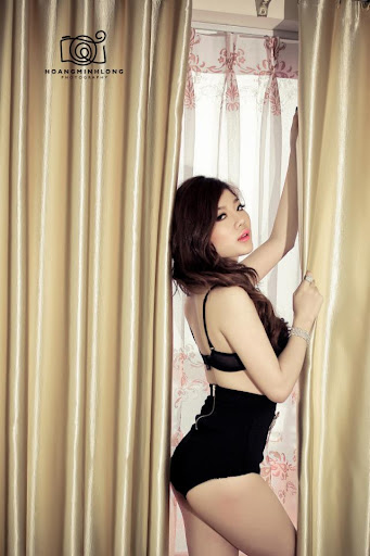 Elly Trang Lê sexy