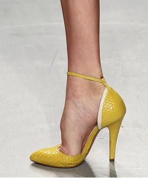 sarı renk, rugan parlak ayakkabı modeli