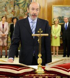 Rubalcaba jurando frente a crucifijo