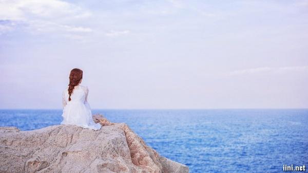 ảnh cô gái buồn nhớ người yêu bên Biển