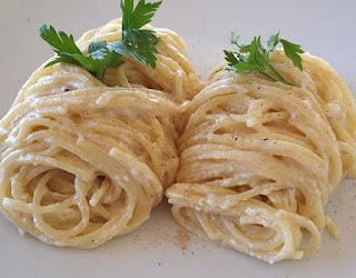 Μακαρόνια με τυρί, Macaroni and cheese.