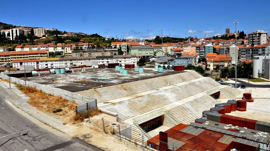 Intervenção repara cobertura do novo Centro Multiusos de Lamego