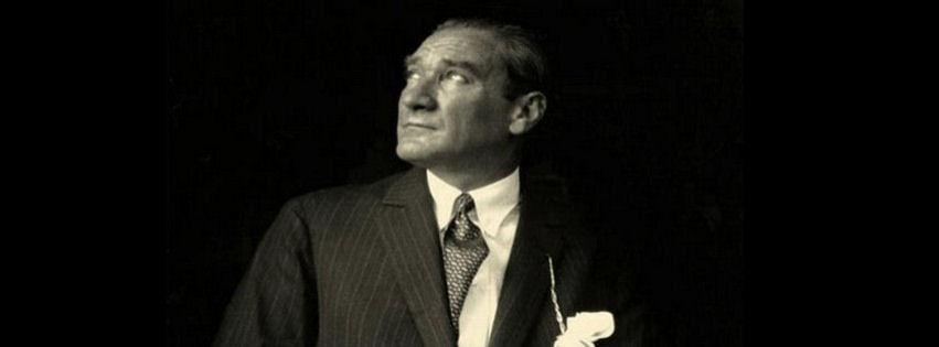 Mustafa Kemal Atatürk gökyüzüne bakıyor kapak fotoğrafları