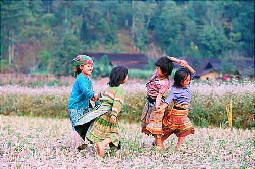 ta+phinh+001 Con người Mộc Châu bừng sáng qua những đôi mắt trẻ thơ
