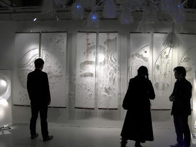 国内外アーティストが出展する現代アート展「トランスナショナルアート2013」に大判和紙アート作品「kon-gara」を出展