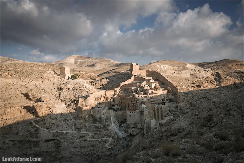 LookAtIsrael.com: Выходящий из тени (israel  пустыня от заката до рассвета монастыри и церкви Мар Саба иудея и самария )