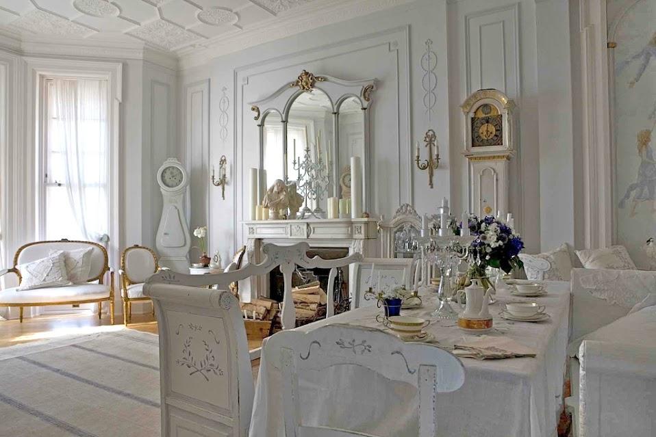 Swedish+Interior+Design---gustavian%252520style%252520living%252520room%252520with%252520swedish%252520antique