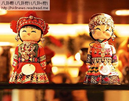 Venus好鍾意旅行,每到一個國家都會買當地的特別禮物來收藏,有從韓國購得的木製娃娃(上),也有購自羅馬的木馬(下),每次睇番她都有美好回憶。