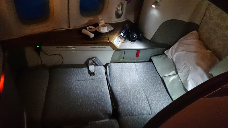 DSC 2958 - REVIEW - Cathay Pacific : First Class - Hong Kong to Tokyo (B747)
