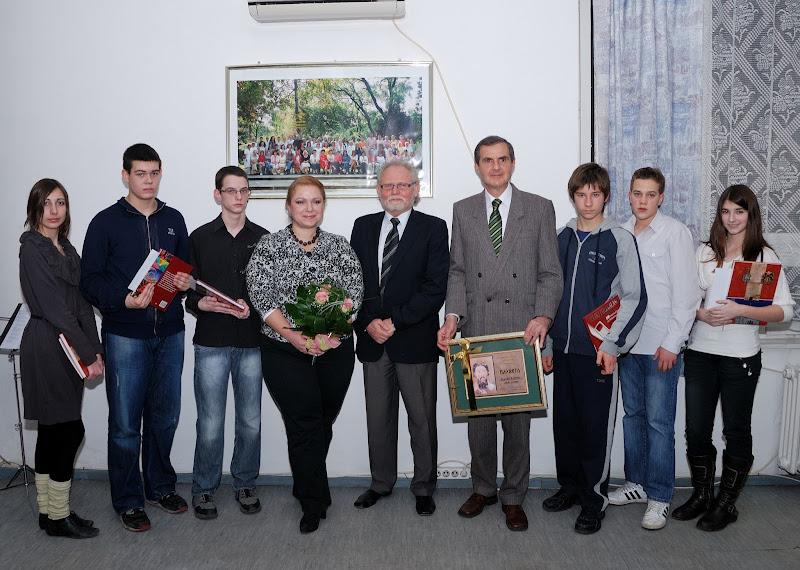 """Dobitnici Plakete """"Sveti Sava"""" sa kumovima i direktorom"""