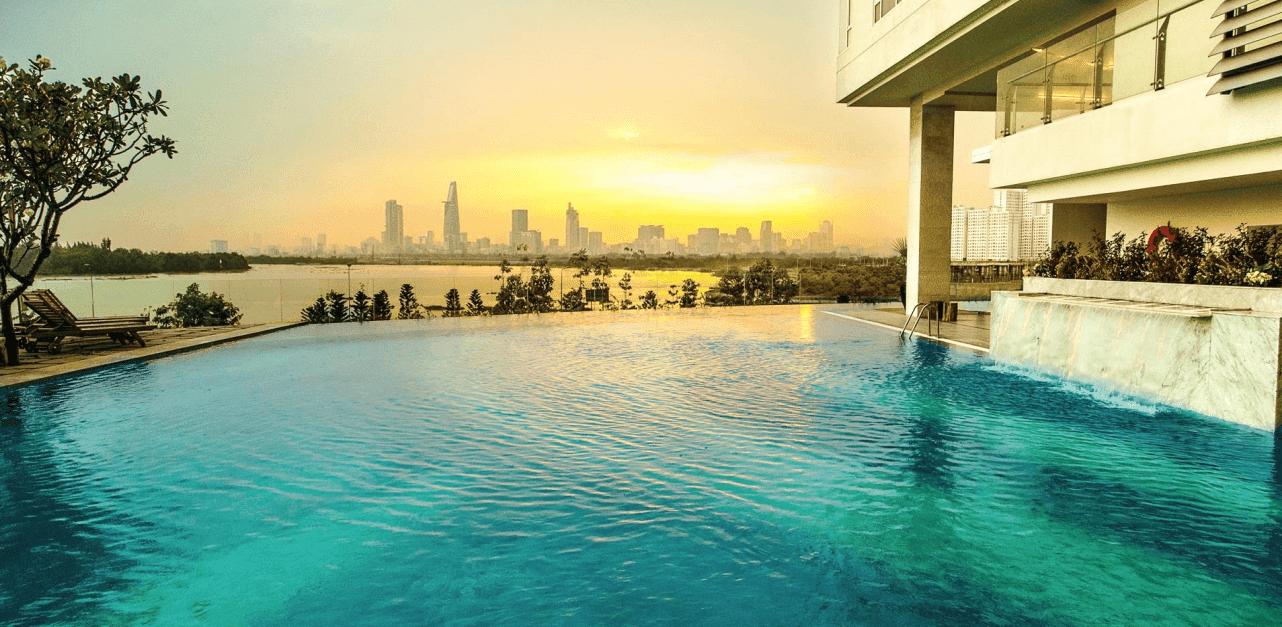 Ngoài hồ bơi khoáng Resort 2300m2, hồ bơi Olympic dùng chung cho các tòa, cư dân tòa Brilliant sở hữu hồ bơi vô cực dành riêng
