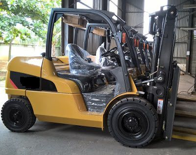 Xe nâng diesel 4 tấn