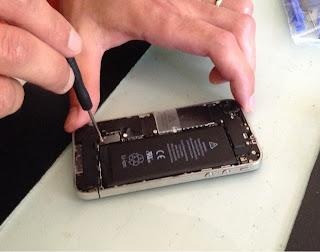 Quitar la Bateria Iphone 4