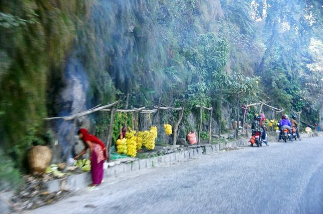 達人帶路-環遊世界-尼泊爾PoonHill健行-路邊小販
