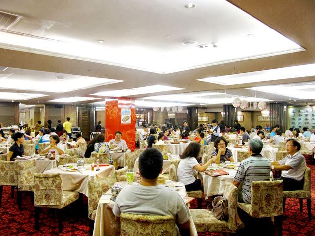 有圓桌/方桌之分,用餐人數4人以下坐的是方桌-大大茶樓台中港式飲茶