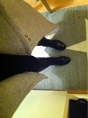 takki, coat, dorothy perkins, gray, crey, harmaa, talvitakki, wintercoat, woolcoat, villakangastakki, boots, saappaat, mustat, nahkasaappaat, vagabond