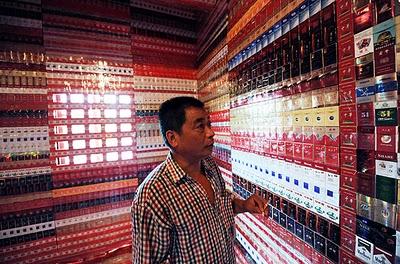 Wang Guohua sang kolektor bungkus rokok