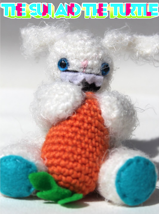 Amigurumi Bunny with Carrot by the sun and the turtle