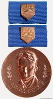 0013 Becker Bronze Medailles