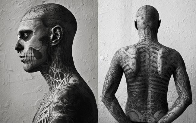 Tatouage Visage Squelette. a le visage tatoué façon