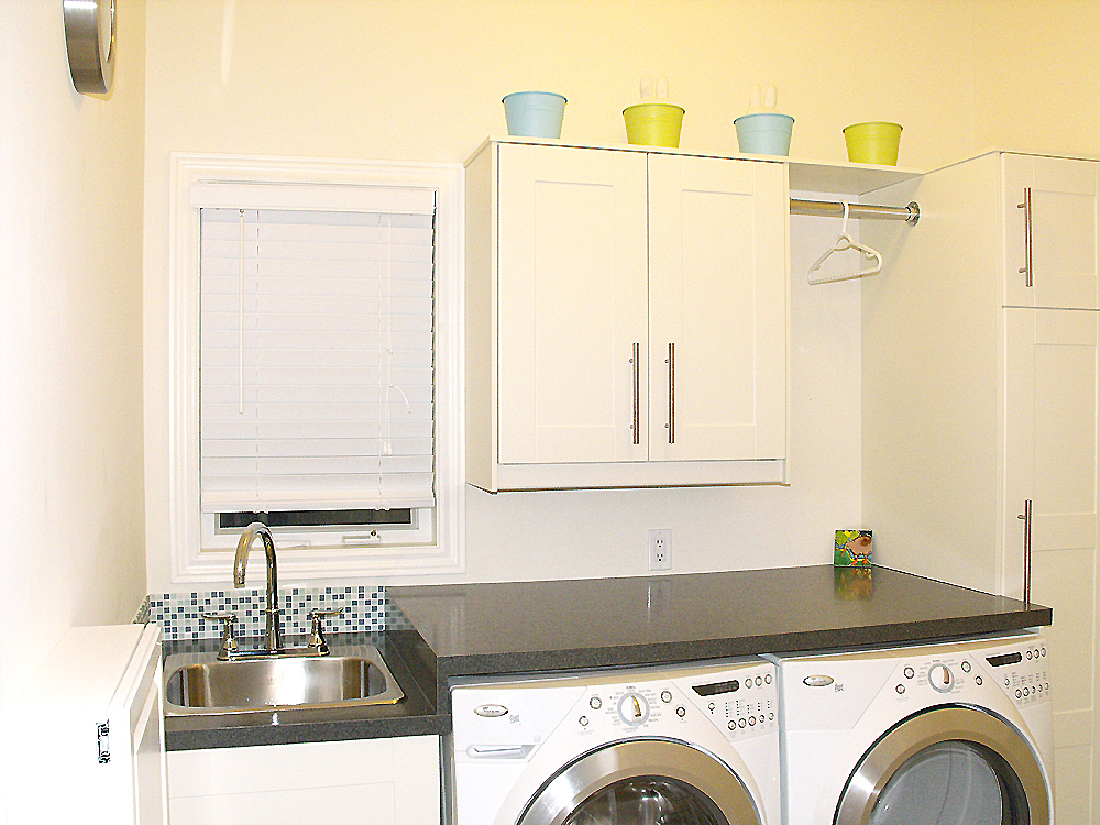 laundry room makeover - Utility Sink Backsplash