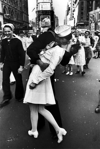 Famous Kisses V-J Day Kiss in Times Square