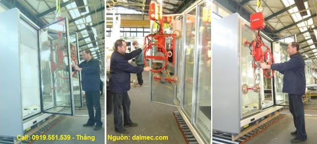 Cánh tay robot Dalmec nâng kính