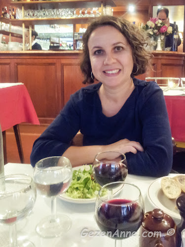 Le Relais de l'Entrecote'ta yemek yerken, Paris