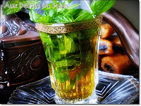 un verre de thé à la menthe