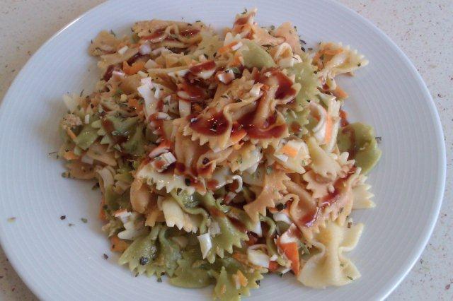 Ensalada tricolor de pasta con vinagreta de frambuesa