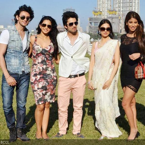 (L-R) Yaariyan cast, Dev Sharma, Rakul Preet, Himansh Kohli, Divya Kumar and Nicole Faria pose for the shutterbugs during the movie's promotion, held at Mahalaxmi race course, in Mumbai, on January 5, 2013. (Pic: Viral Bhayani)